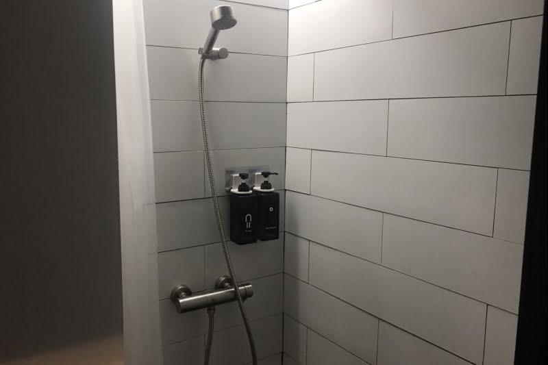 バンコクでシャワーを深夜早朝に使えるタニヤ・BTS駅近の格安施設