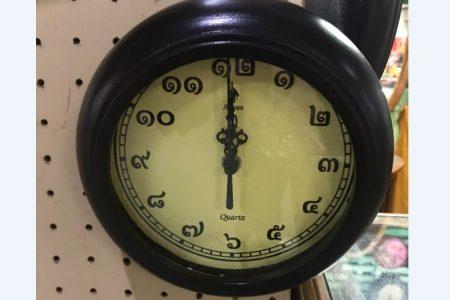 タイ文字数字の腕時計の販売場所JJモール時計店・バンコクおみやげに