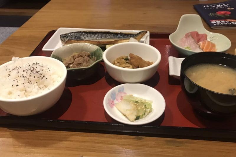 北海道原始焼きシーロムタニヤ店・主なメニュー料金と雰囲気の感想