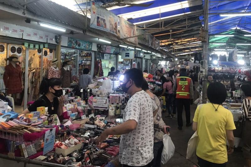 タニヤ近いローカル市場シーロムソイ10市場・食事や買い物スポット